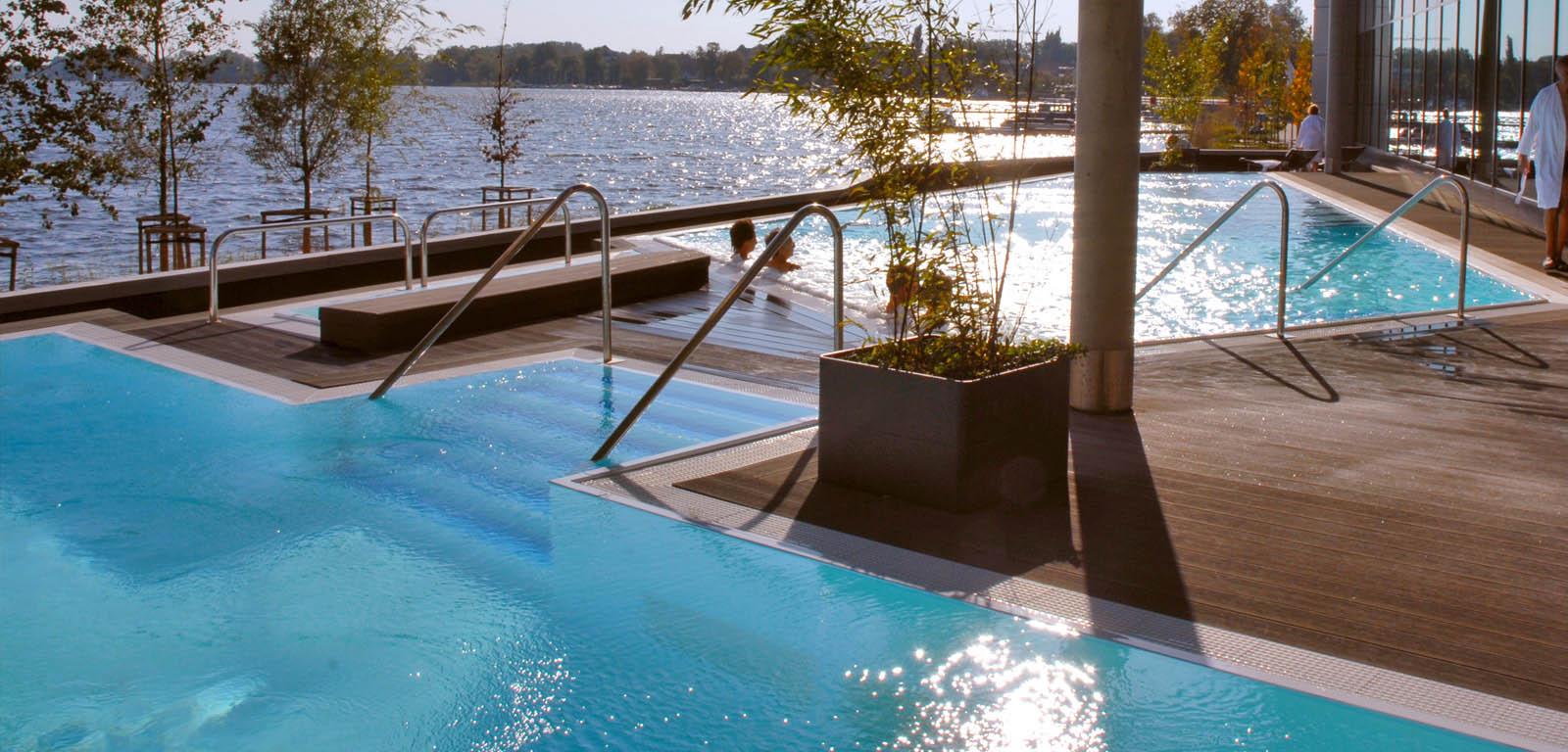 Costruzione piscine interrate rovigo - Giardini con piscina foto ...